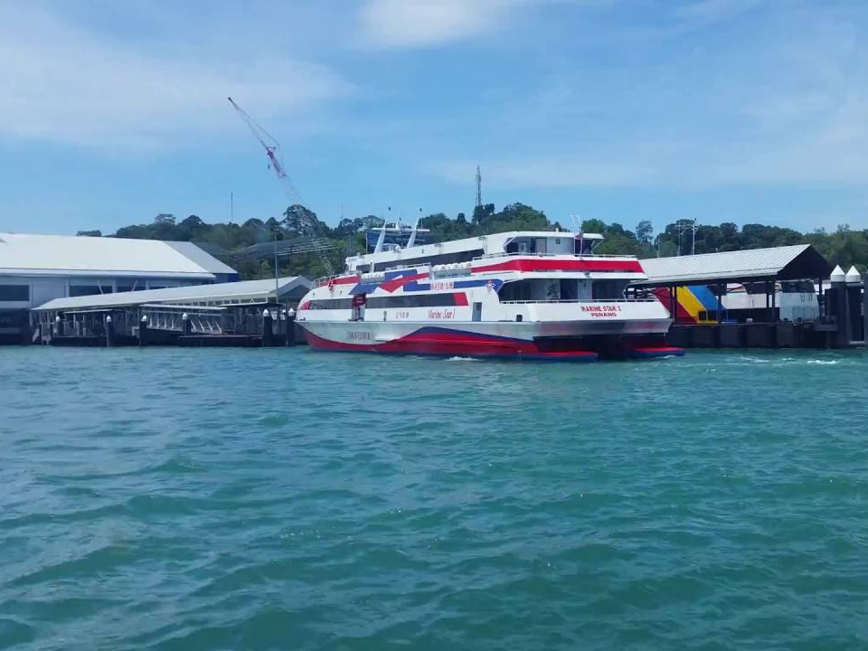 krabi to langkawi malaysia Krabi To Langkawi Malaysia by A/C Van and High Speed Ferry High Speed Ferry departs from Tammalang Pier and heads into Langkawi
