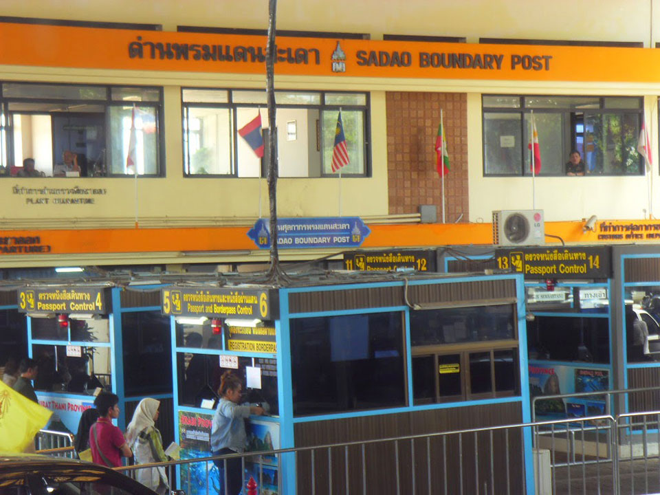 krabi to singapore Krabi To Singapore by Air-conditioner Van and VIP Bus Taking your passport stamped at passport control point at SADAO BOUNDARY POST