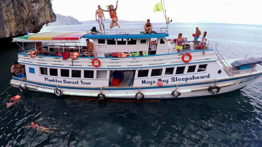maya bay sleep aboard, tour from phi phi maya bay sleep aboard Maya Bay Sleep aboard Tour From Phi Phi 01 1 1024x576