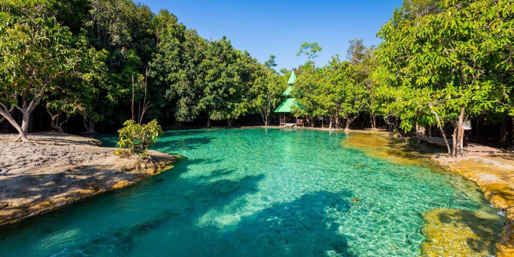 best places krabi, emerald pool krabi, hot spring waterfall krabi, nong thale krabi, tiger cave temple krabi, phi hua to cave krabi, khao karos krabi best places krabi Many best places in Krabi are not only the sea Emerald Pool 18 01 1 1024x512