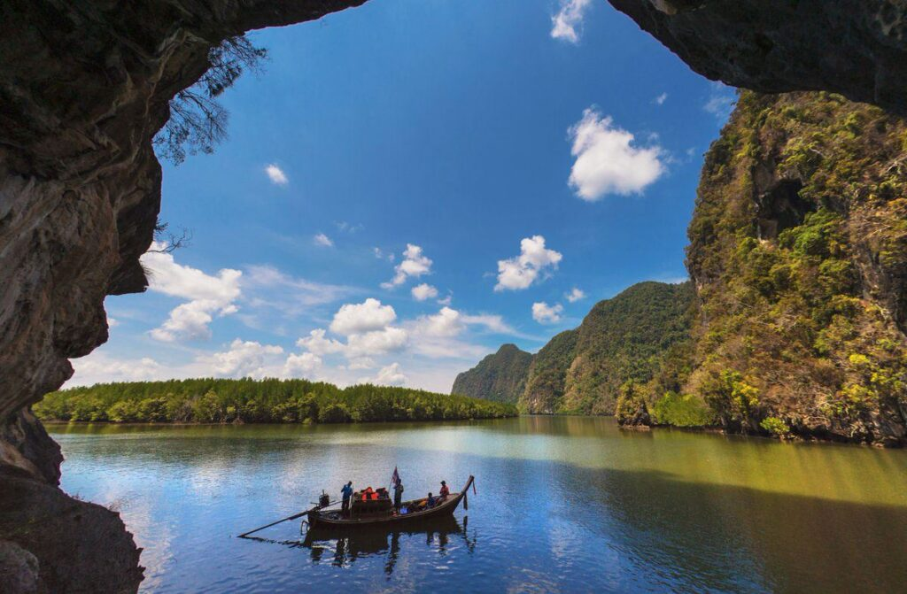 best places krabi, emerald pool krabi, hot spring waterfall krabi, nong thale krabi, tiger cave temple krabi, phi hua to cave krabi, khao karos krabi best places krabi Many best places in Krabi are not only the sea Khao Karos 1024x671