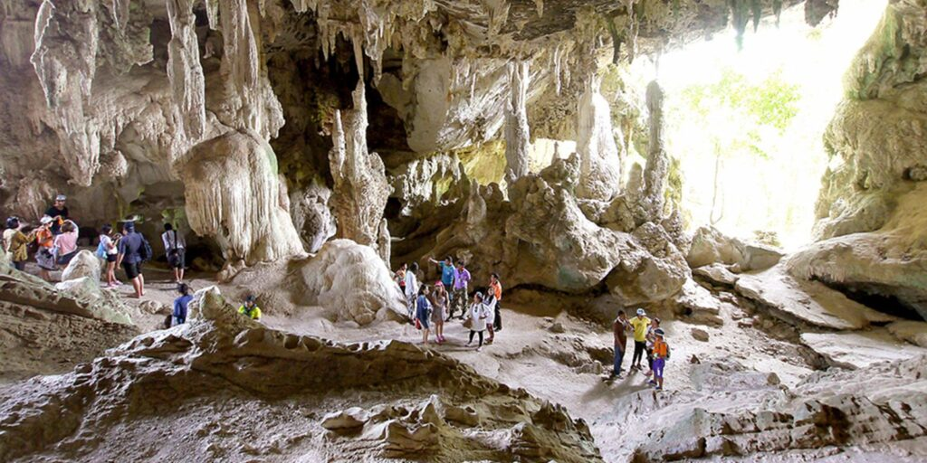 best places krabi, emerald pool krabi, hot spring waterfall krabi, nong thale krabi, tiger cave temple krabi, phi hua to cave krabi, khao karos krabi best places krabi Many best places in Krabi are not only the sea Phi Hua To Cave Tham Phi Hua To 01 1024x512