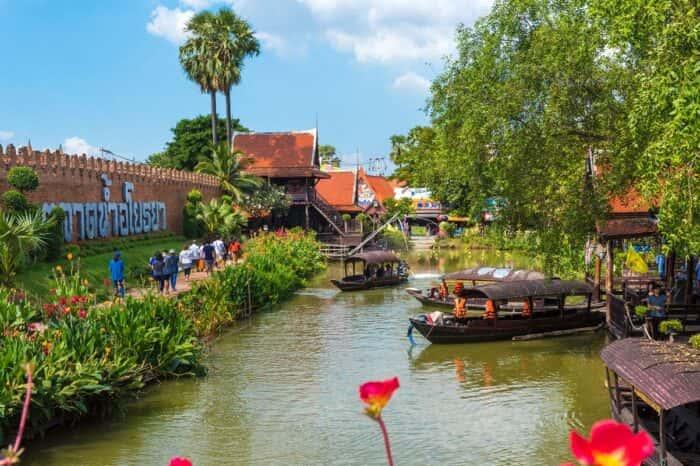 Highlight of Ayutthaya & Ayothaya Floating Market Tour From Bangkok